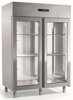 Ventilated refrigerated cabinet with 2 glass doors, capacity 916,4 lt. -2/+7°C. Energy class D, energy class 5 (40°C/40%HR). Refrigerant gas R290 (GWP 3 - Kg 0,13). 6 grids GN-2/1