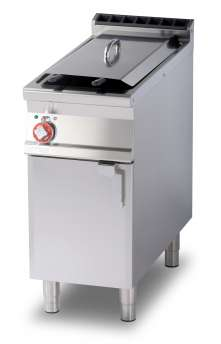 Fryer threephase 18 lts. - Bowl cm. 31x34x33h 1 basket cm. 28x29x15h - Lid for pan - Production: 15 kg/h (Drip tray excluded, see mod: BF30) (included 1 Head end filler strip mod.TPA-9)